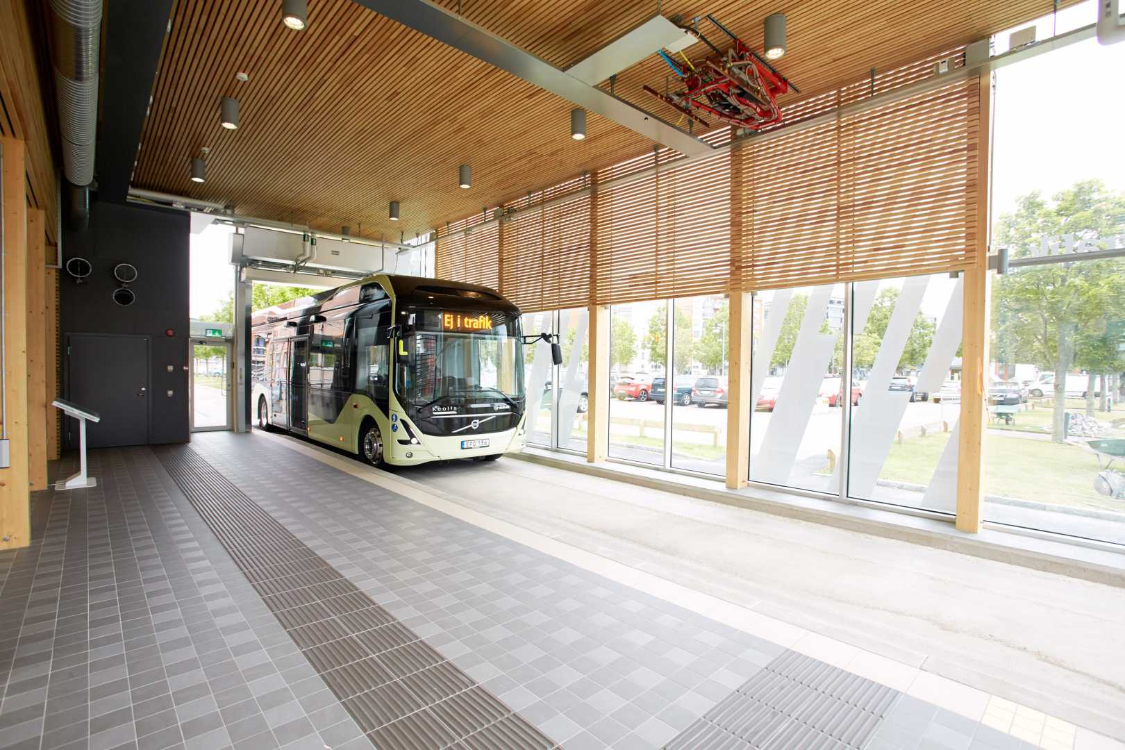 indoor-bus-stop-electricity2.jpg