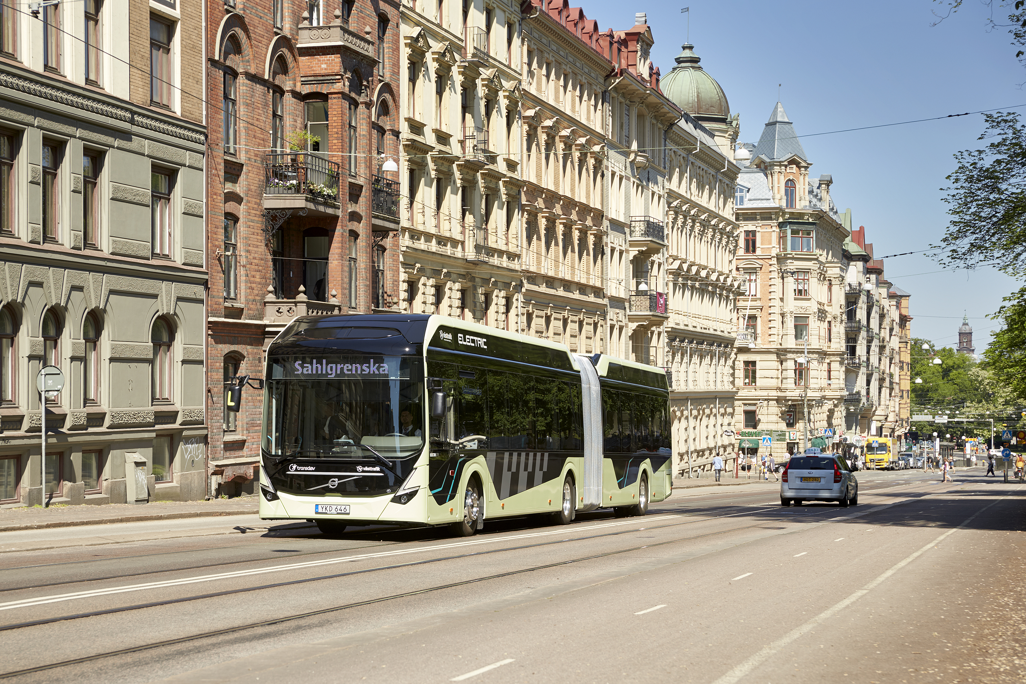 volvo_electric_articulated_concept_bus_5_1.jpg
