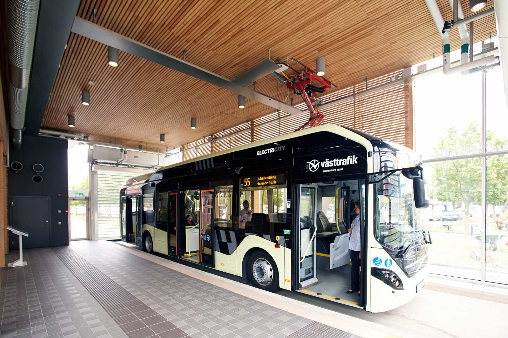 indoor-bus-stop-electricity1.jpg